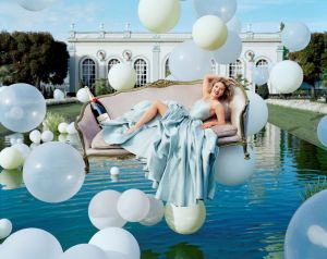 scarlett-johansson-moet-chandon-balloons