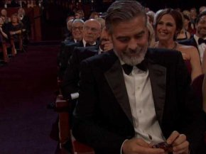 seth-macfarlane-tossed-george-clooney-a-bottle-of-alcohol-at-the-oscars