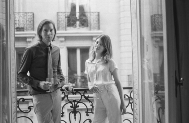 wes-anderson-and-sofia-coppola-drinking-wine-on-balcony